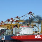 OOCL Schiff beim Ausschleppen