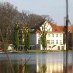Villa am Ostufer des Heiligensee
